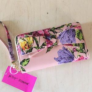 (Betsey Johnson) Pink floral wristlet
